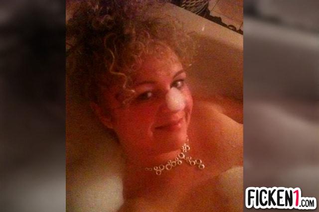 Reife Badenixe will es mit dir in der Badewanne erleben