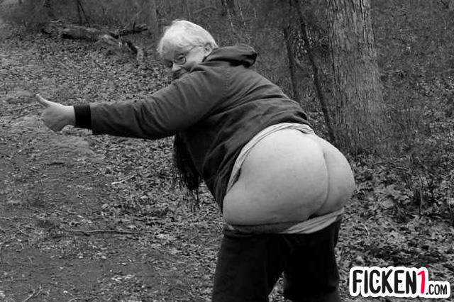 Perverse Oma aus Berlin lässt dich an ihre Bumslöcher
